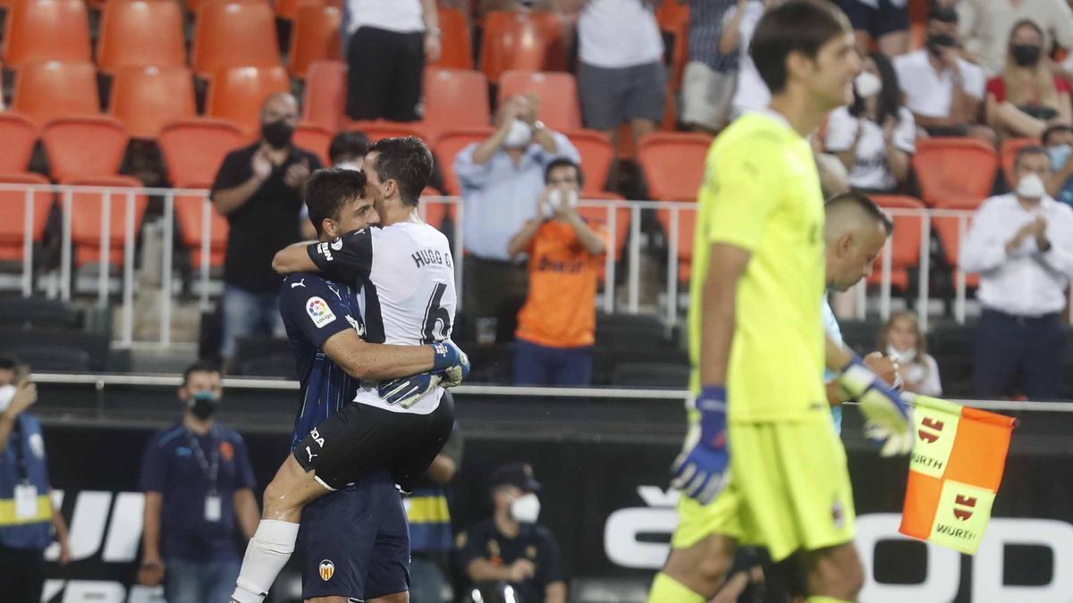 Mamarshvili y Hugo, abrazados