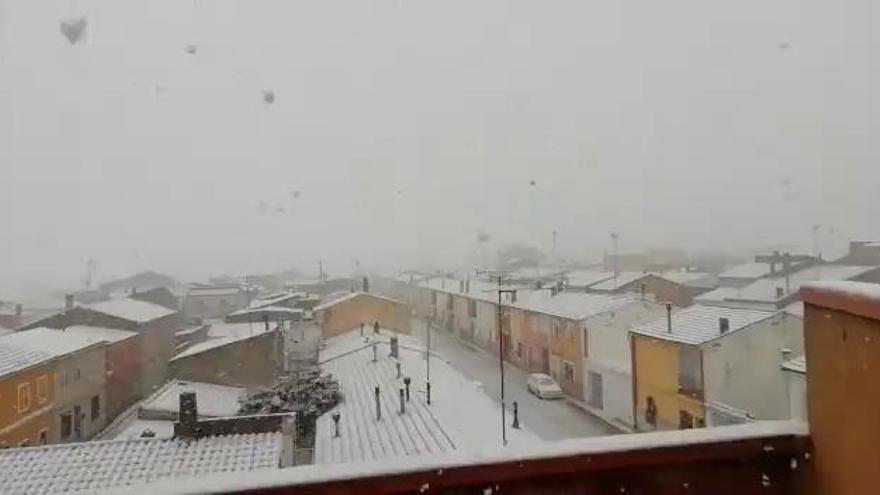 La nieve cubre las comarcas de interior