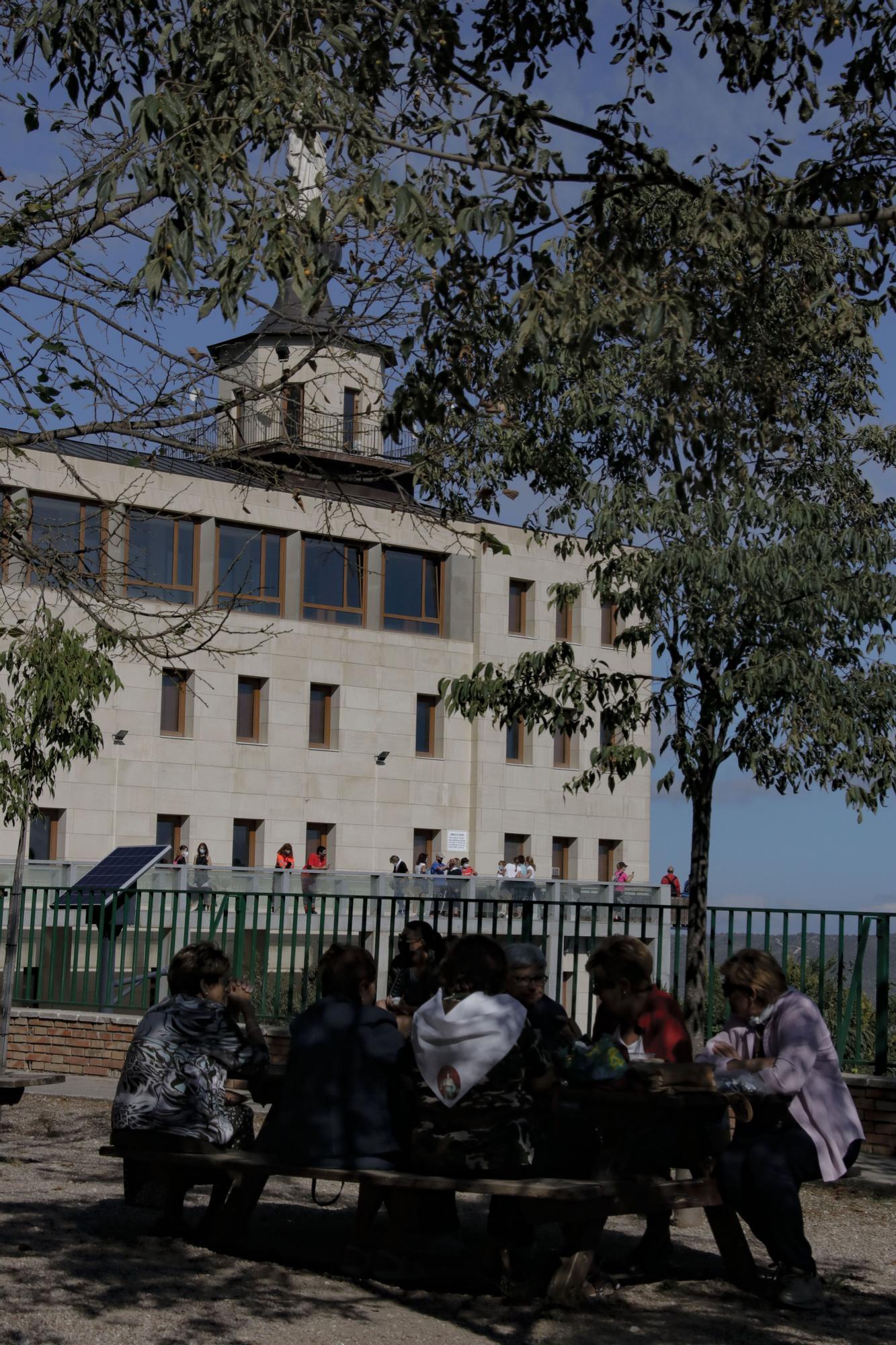 Alcoy vuelve a celebrar tres años después la romería de la Font Roja