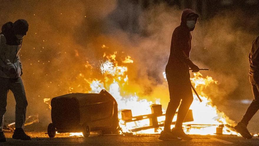 Escalada de disturbis a Irlanda del Nord en protestes per les conseqüències del Brexit