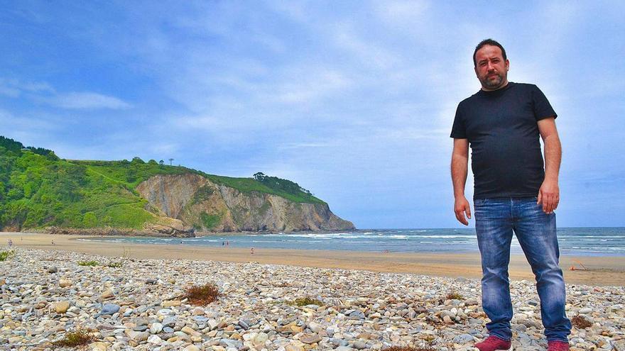 Cocina a pie de arena en la playa de Cueva, en Valdés