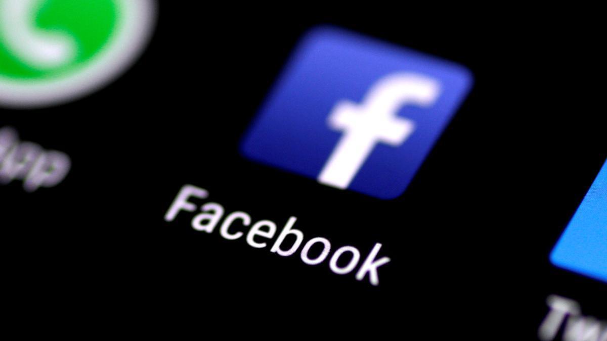 La app de Facebook en un smartphone.