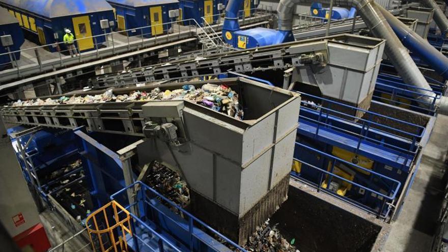 Más de la mitad de los concellos se comprometen a rebajar este año un 10% el recibo de la basura