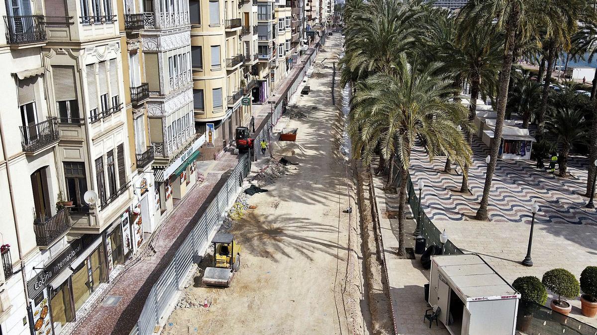 Vista aérea del estado de las obras en el paseo lateral de la Explanada, en su tramo sur, ayer. Todavía falta bastante para terminar su remodelación.
