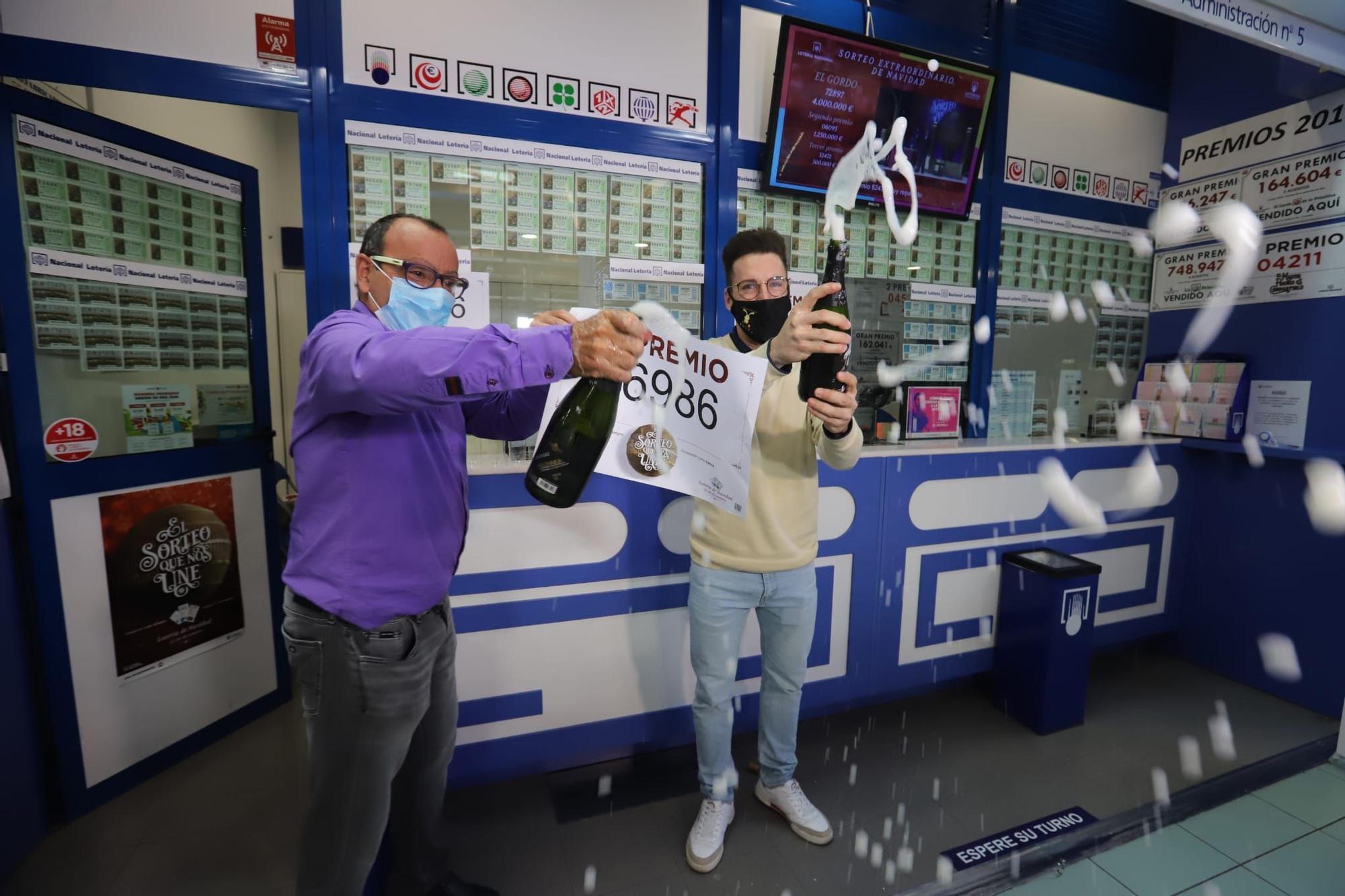 Una administración de Torrevieja vende parte de un tercer y un quito premio de la Lotería de Navidad