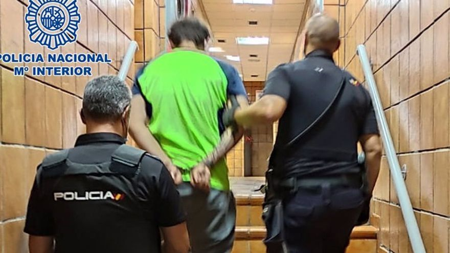 Detienen a un hombre por intentar asfixiar a su madre mientras dormía en Gran Canaria