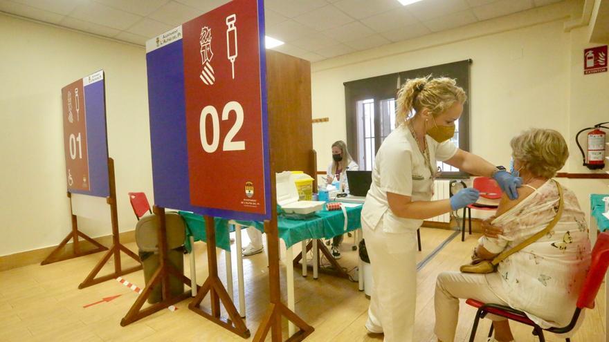 Sanidad pone en marcha cinco nuevos centros de vacunación en la Marina Baixa