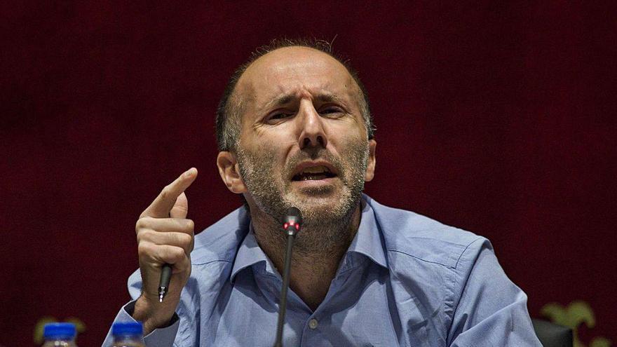 Un asesor del alcalde de Ourense lo acusa de exigirle 1.000 euros cada mes y las pagas extra