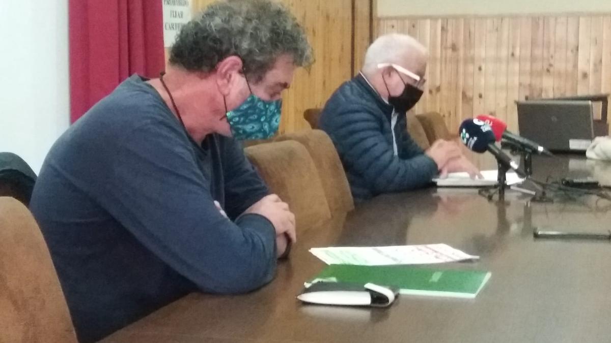 Inocencio González, en primer término, y Manuel Navarro, este miércoles durante el anuncio de las movilizaciones.