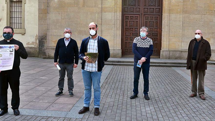 El comité para el arreglo de la iglesia polesa presenta su campaña al Ayuntamiento