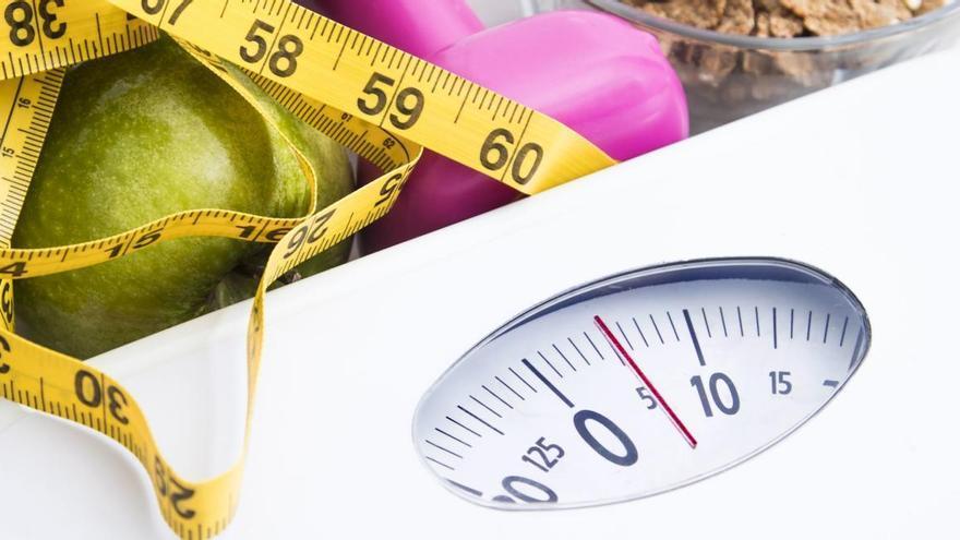 Los nutricionistas explican cómo tiene que ser tu cena para que lograr perder peso sin esfuerzo (ni pasar hambre)