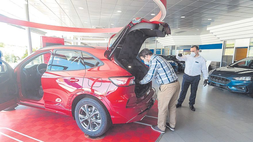 La pandemia hunde a la mitad la venta de coches en la provincia