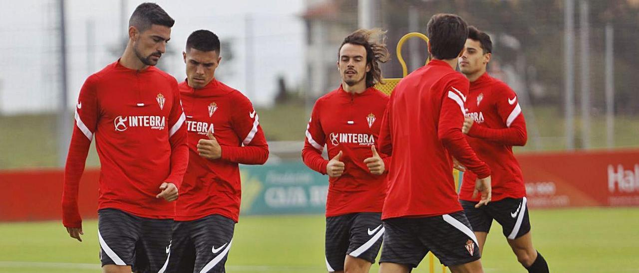 Por la izquierda, Borja López, Djuka, Pelayo Suárez, Valiente y Gaspar, ayer, en Mareo. | Marcos León