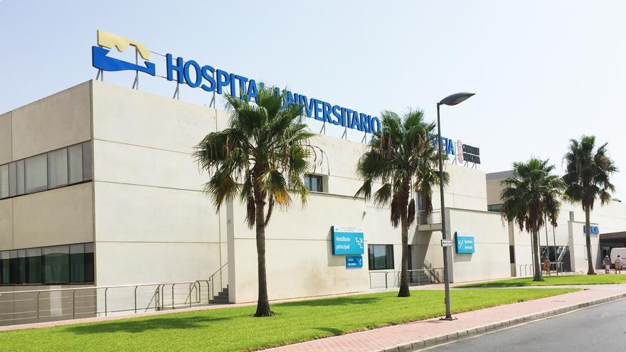 """Martínez (PSOE): """"Bonig firmó hace dos meses nuestro compromiso para que el Hospital de Torrevieja volviera al sistema público"""""""