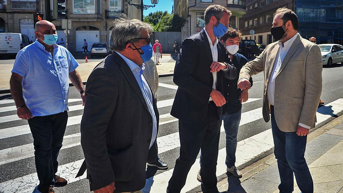 El alcalde vilagarciano destaca la gestión del gobierno central en la recuperación de este sevicio.  | // I.A.