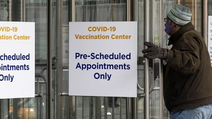 El Gobierno de EEUU no detendrá indocumentados en centros de vacunación