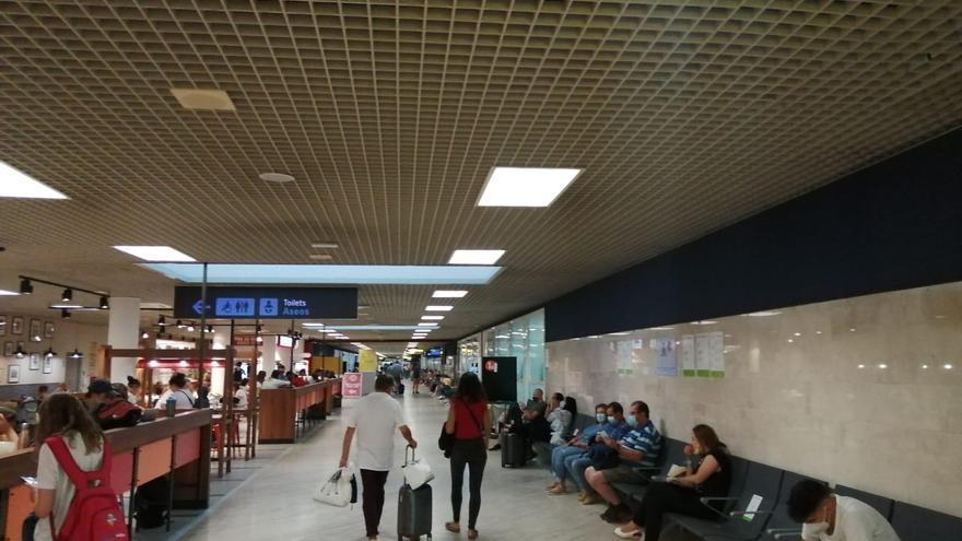 Unos 2.000 viajeros son atendidos en los centros de vacunación andaluces