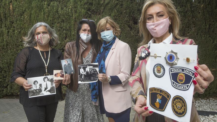 40 años de las primeras mujeres en la Policía Local de Alicante: «Nos pusieron falda y no nos dejaban llevar porra»