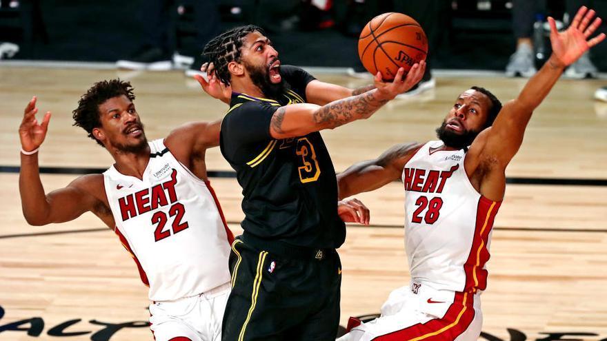 Butler sostiene a los Heat ante los Lakers y aplaza el anillo
