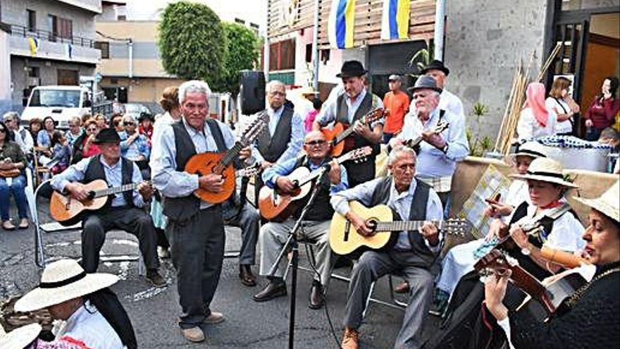 Roque Azucarero adelanta el Día de Canarias