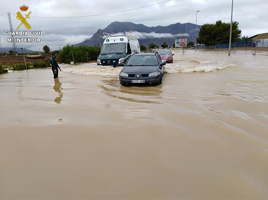Imagen del despliegue militar en la Vega Baja para auxiliar a vecinos afectados por la gota fría.