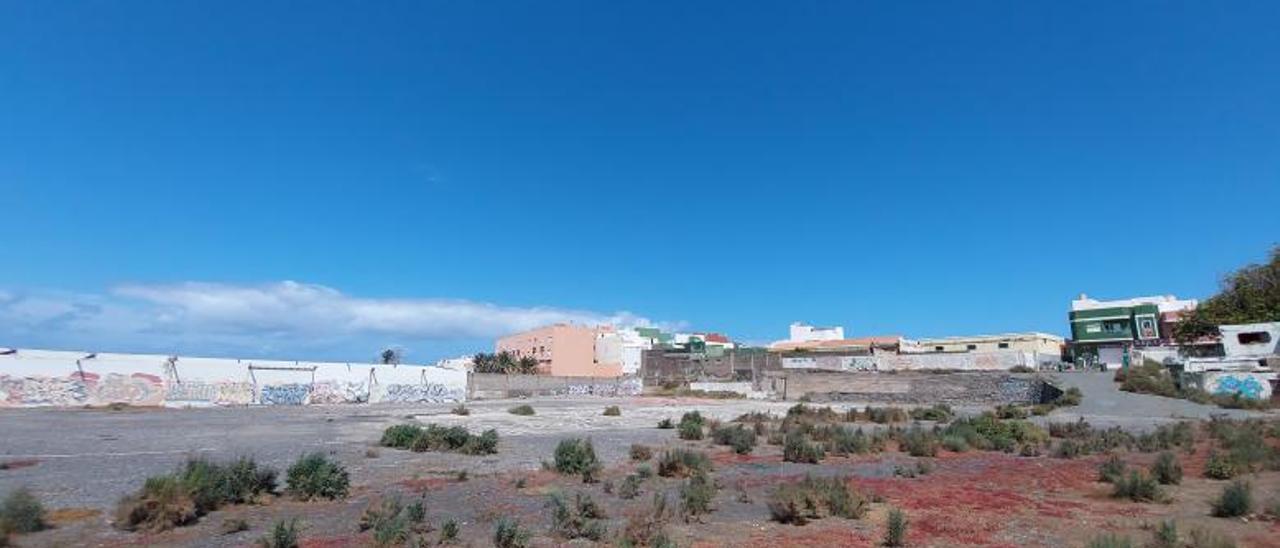 Este terreno limitado de La Pardilla contará en un futuro con pisos de protección oficial . | | LP/DLP