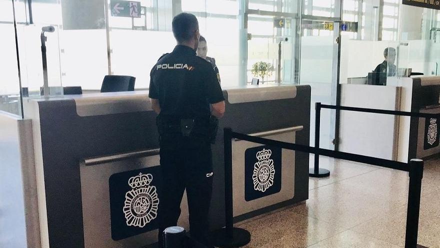 Detenido en el aeropuerto de Málaga por tratar de embarcar con documentación falsa