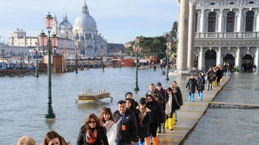 La marea alta alcanza un nuevo pico en Venecia