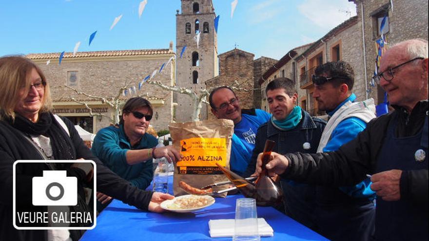 Sant Llorenç treu profit de les mongetes, el carbó i el porró en una gran fira local