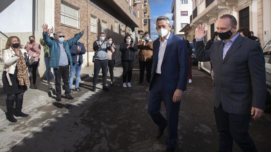 """Dalmau cree que la Pobla de Vallbona es """"un referente"""" en vivienda pública"""