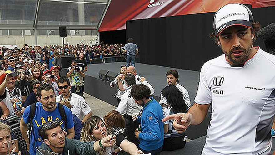 """Alonso llega a Barcelona """"más optimista que hace un mes"""""""