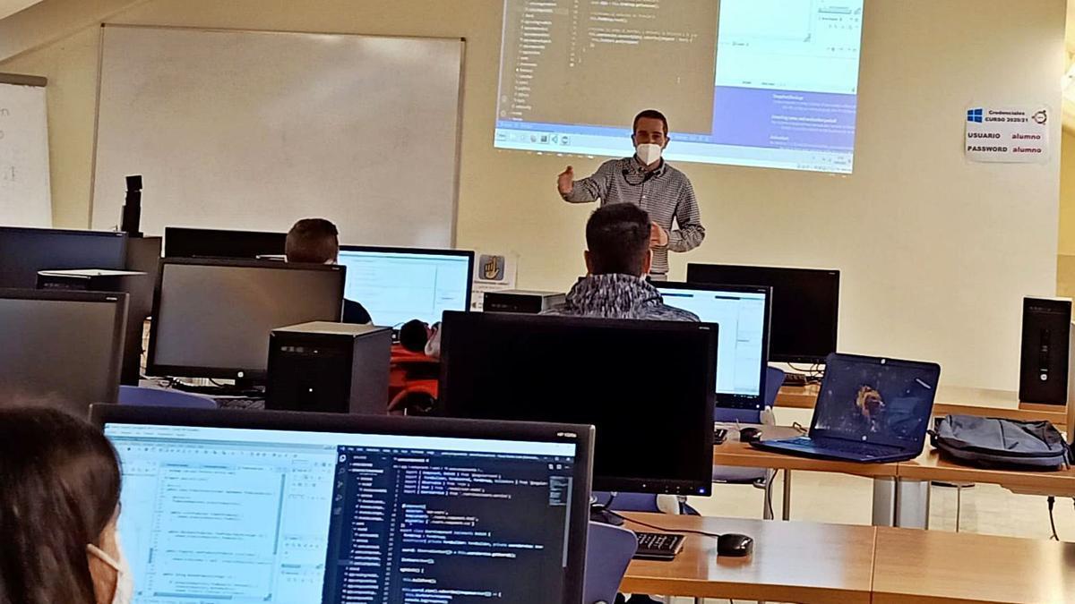 Una clase impartida en la Escuela Politécnica Superior de Zamora.  
