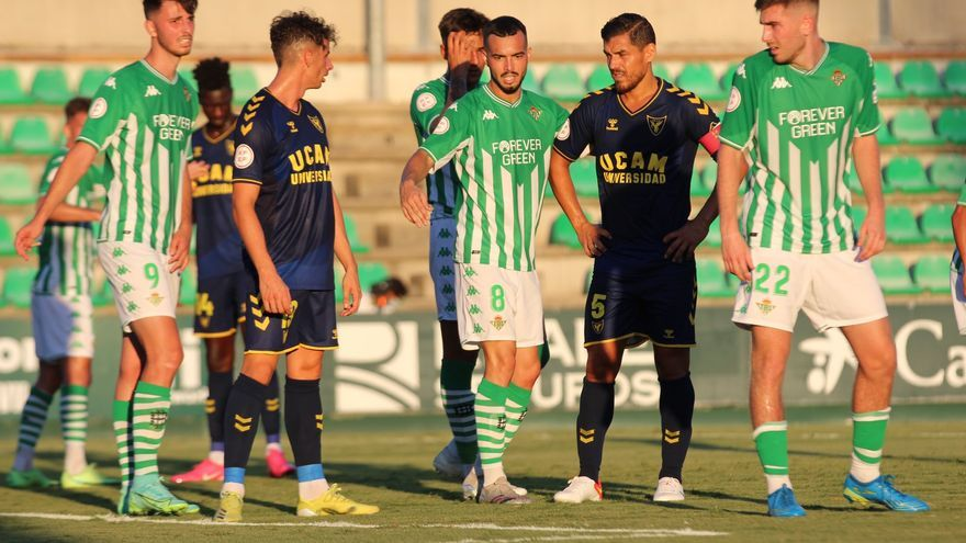 El UCAM cae 1-0 ante el Betis Deportivo