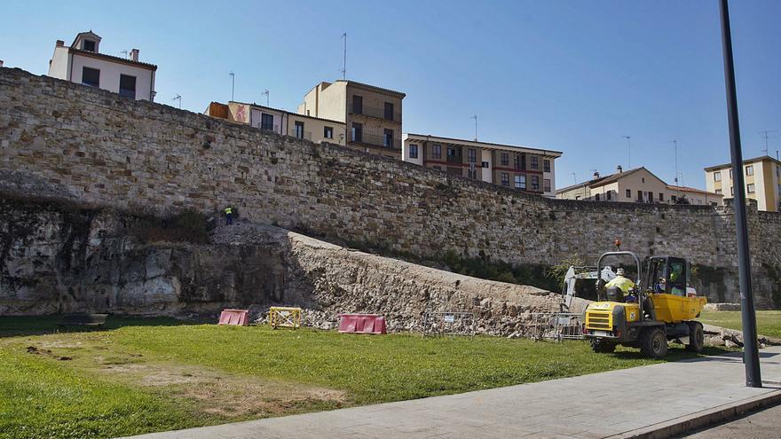 Una bóveda bajo el escombro en la muralla de Zamora