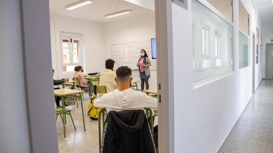 Cullera dignifica su escuela de adultos con una amplia reforma