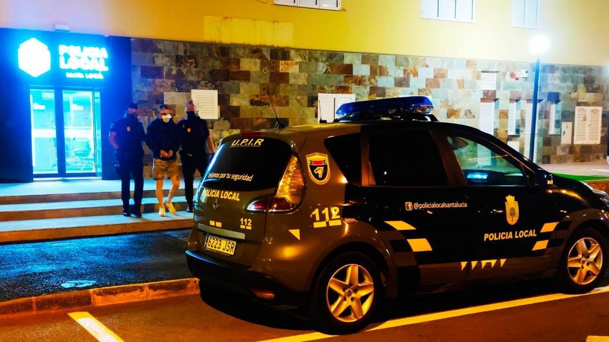 'El sevillano' tras su detención por parte de la Policía Local esta tarde.