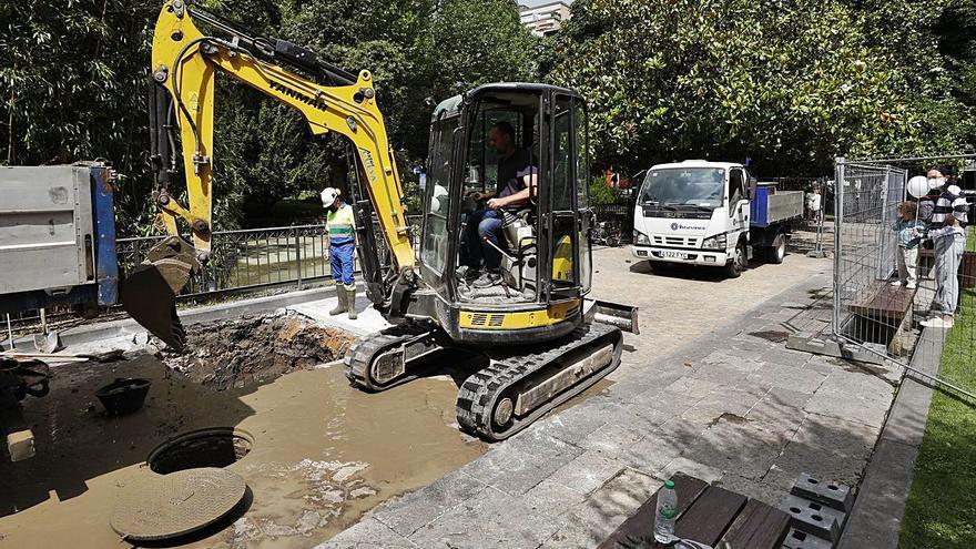 El Ayuntamiento drena, limpia y rehabilita el estanque de los patos del Campo