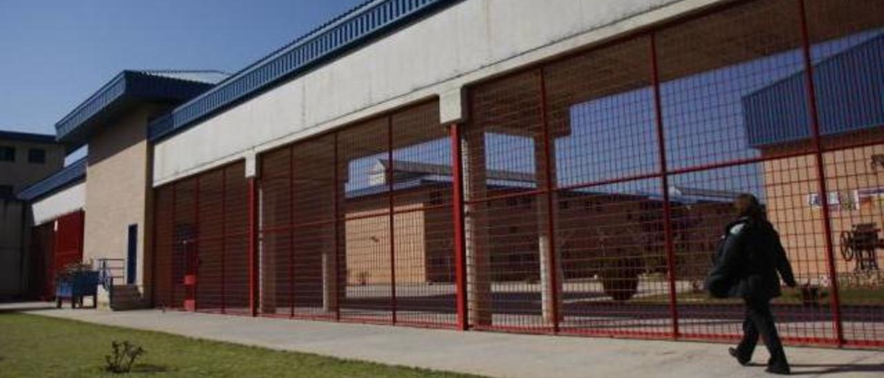 La Audiencia de Palma ha acordado que se comprueben los hechos denunciados contra una psicóloga de la cárcel de la ciudad.