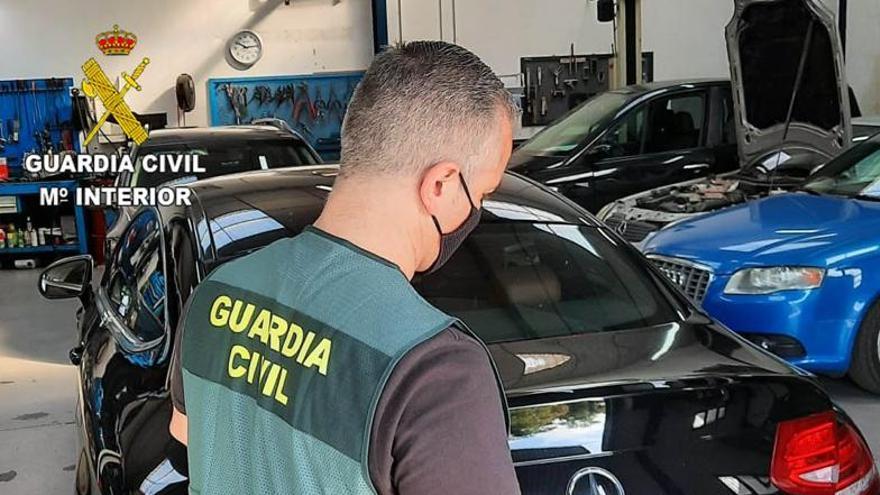 Detenido un vecino de Castrillón que simuló el pago de un turismo con una transferencia bancaria falsa