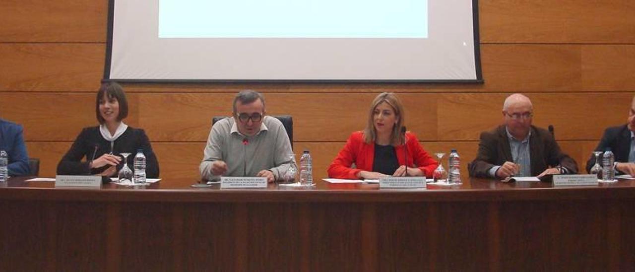 Roselló, Morant, Femenía, Briones, Carrascosa y Juan, en la firma del nuevo Pacto por el Empleo.
