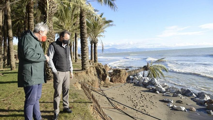Torremolinos despliega un centenar de operarios para paliar los daños de Filomena
