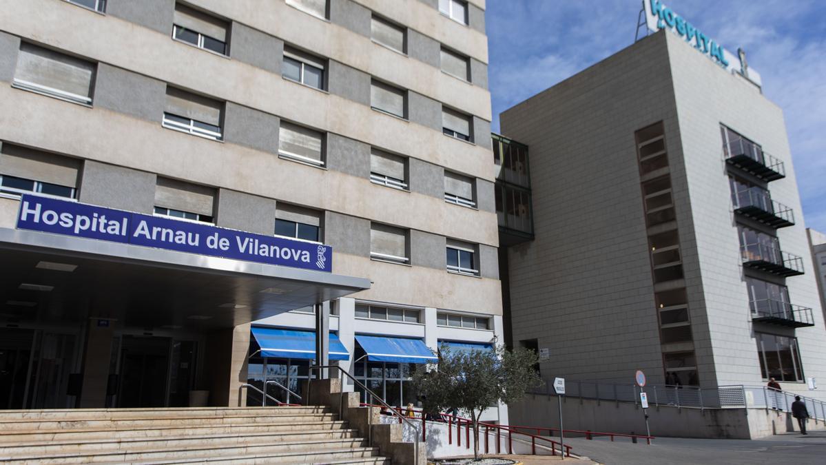 El hospital Arnau de Vilanova de València, donde ha tenido lugar la agresión a los dos médicos