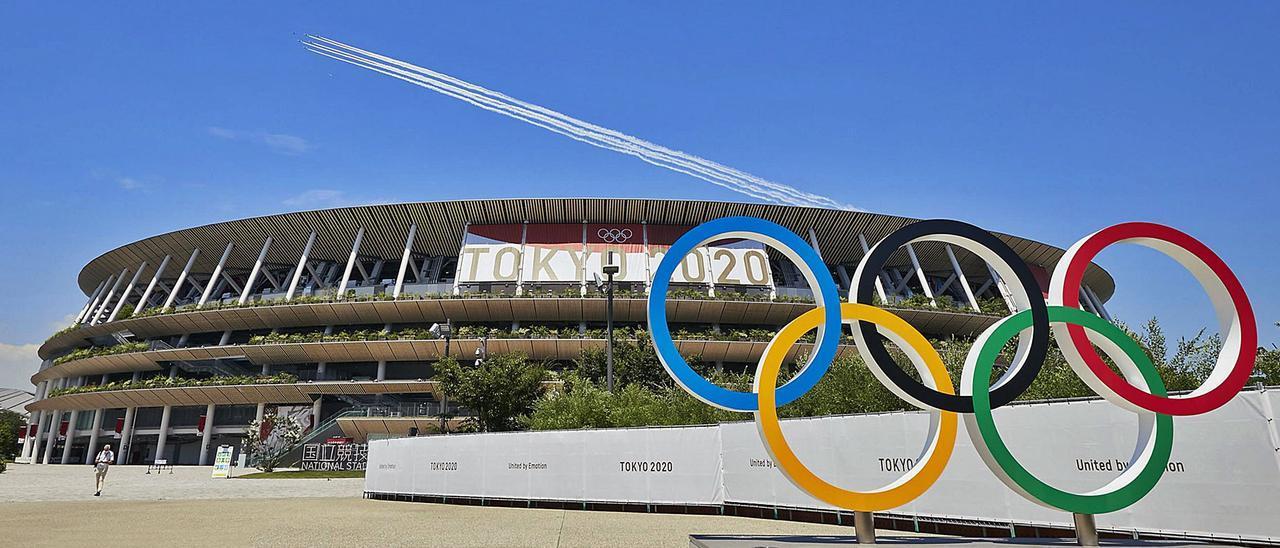 Los anillos olímpicos  frente al Estadio Nacional de Tokio que acogerá la ceremonia de apertura. |  TOKYO 2020 / UTA MUKUO