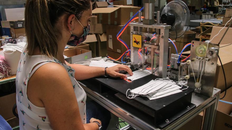 El textil defiende el uso de las mascarillas de tela tras el veto en centros sanitarios
