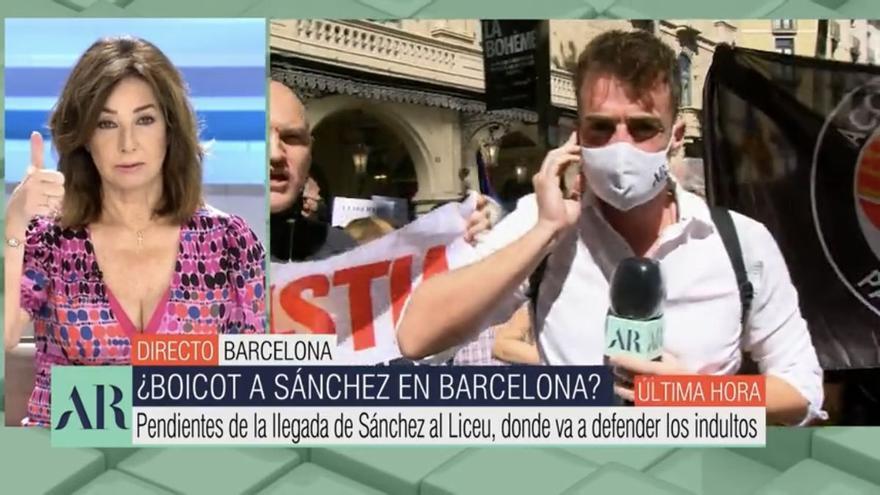 """Ana Rosa responde a los gritos de """"manipuladora"""" en un directo desde Barcelona"""