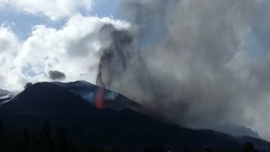 Erupción del volcán de La Palma desde Tacande