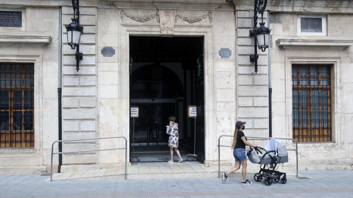 El Ayuntamiento de Sueca ya cerró hace un mes por un contagio de un empleado.