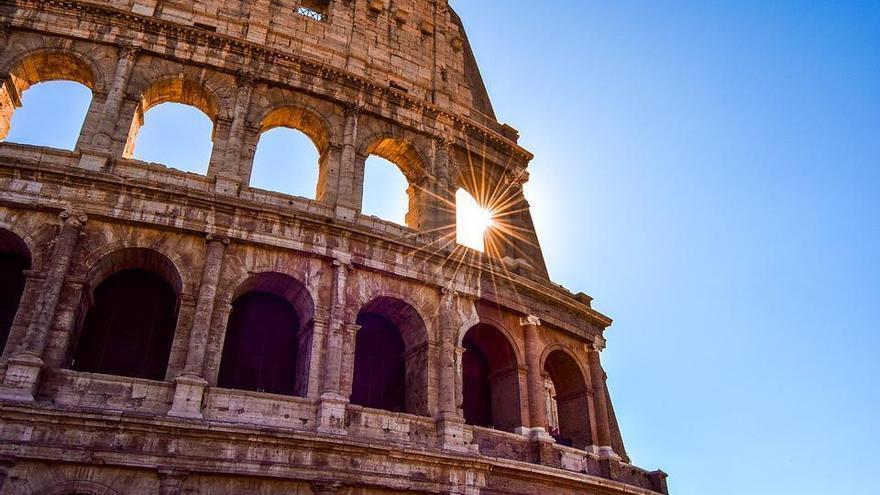 El Coliseo: figuras misteriosas