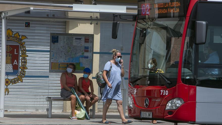 El miedo a viajar mantiene a autobuses y al TRAM sin el 40% de sus viajeros
