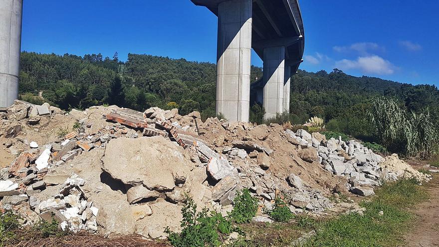 Ecologistas denuncian a Moaña por los escombros de O Casal y el Concello alega que son temporales